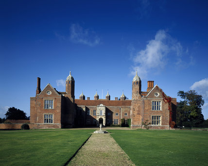 The east front of Melford hall, built in the mid 16th century for Sir William Cordell, incorporating parts of an earlier manor house