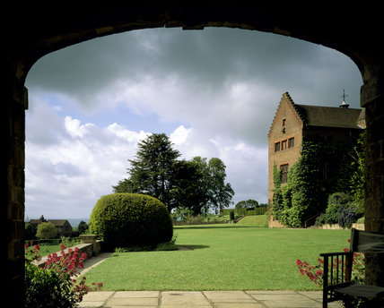 The Garden Front of Chartwell looking from north framed by the arch of Marlborough Pavillion