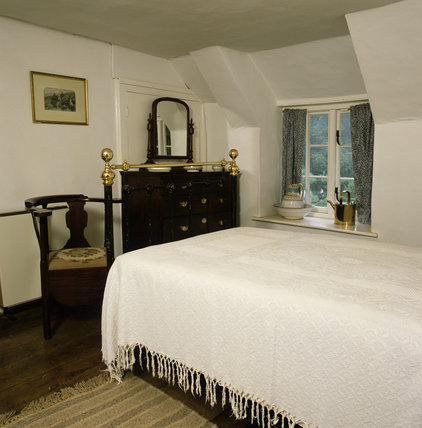 Mrs Hardy's bedroom at Hardy's Cottage