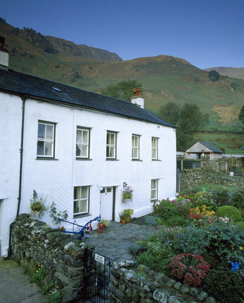 Hollows Farm, Grange in Borrowdale, a C17th farmhouse offering bed & breakfast