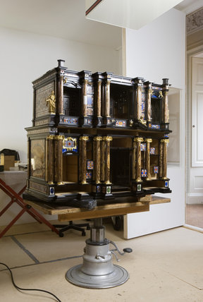 The Pope's Cabinet and its restoration at Stourhead
