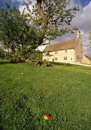 Woolsthorpe Manor, early C17th house where Sir Isaac Newton was born in 1642