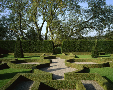 The Knot Garden with the pattern outlined by neatly clipped low Box hedges