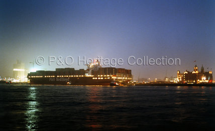 P&O NEDLLOYD ROTTERDAM in port at night