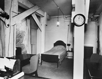 The Prime Minister's combined office and bedroom in the Cabinet War Rooms.