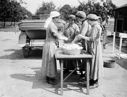 Cooks of the Women's Army Auxiliary Corps (WAAC) preparing vegetables at an Infantry Camp, Rouen, 24 July 1917.