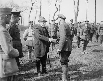 French Prime Minister George Clemenceau shakes hands with General Reginald Pinney, commander of 33rd Division at Cassel, 21 April 1918.