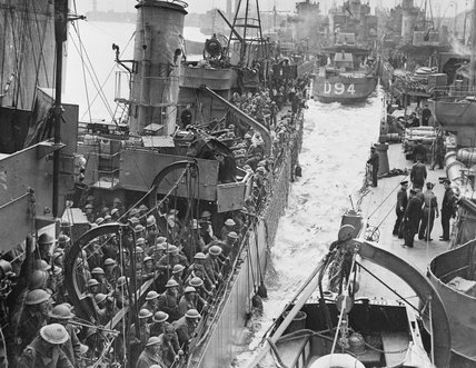 Destroyers filled with evacuated British troops berthing at Dover, 31 May 1940.