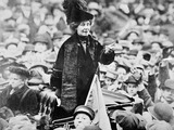 Emmeline Pankhurst adressing a crowd in New York: 20th century