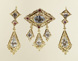 Demi-parure of brooch and earrings: 19th century