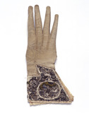 Single right-hand male gauntlet glove: 17th century