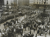 Emily Wilding Davison's funeral procession passing Piccadilly Circus:1913.