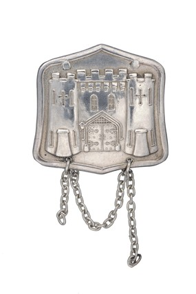 Silver prisoner's badge worn by Muriel Matters: 1908