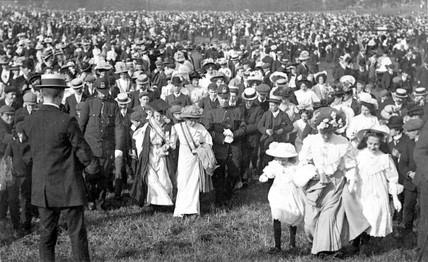Crowds in Hyde Park on Women's Sunday: 1908