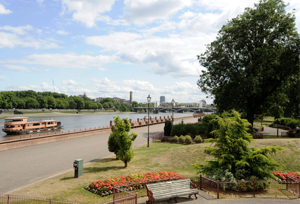 A view of the Thames from Battersea Park: 2009