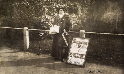 Princess Sophia Duleep Singh selling 'Suffragette' subscriptions: 1913