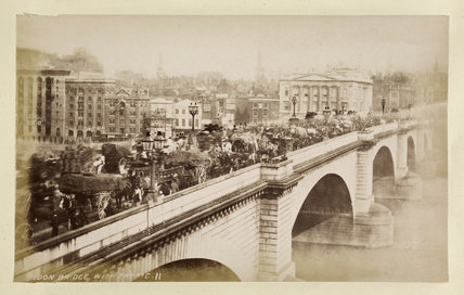London Bridge with traffic: c.1880