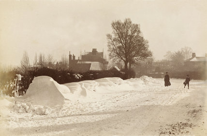 Southgate High Street in the snow, c. 1870.