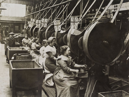 Women munition workers; 1915