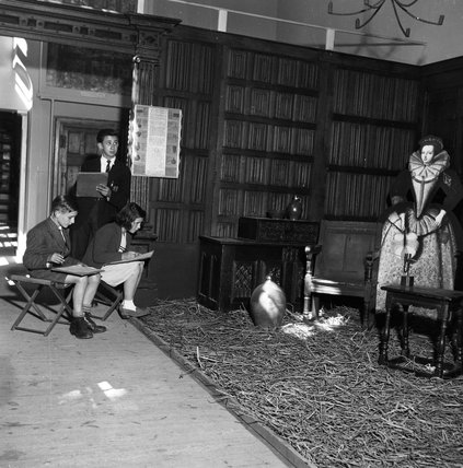 Children sketching at the Geffrye Museum: 1951