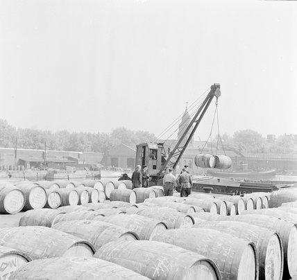 Wine in barrels, Royal Docks; 1953