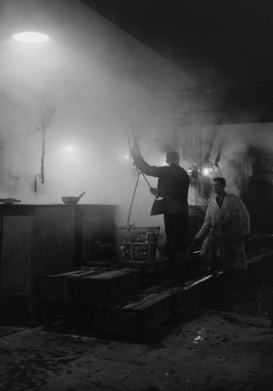 Workers inside Billingsgate Market: 1958
