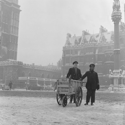 Newspaper sellers in the snow in Westminster 1962.