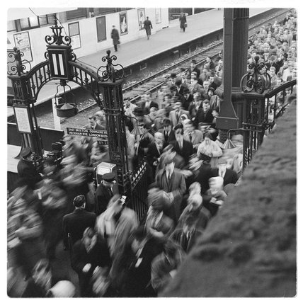 Crowds at rush hour on Victoria Station; c.1960