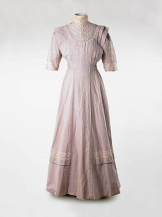 Wedding dress; 1910