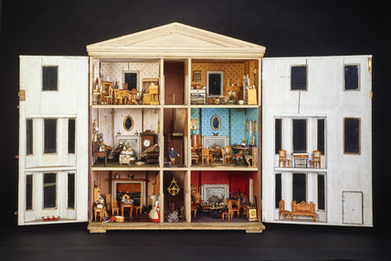 Queen Mary's dolls house; 1879-1880