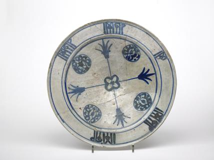 Andalusian white plate plate with blue decoration: late 14th-early 15th century