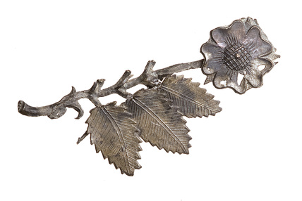 Rose shaped pewter badge: 16th century
