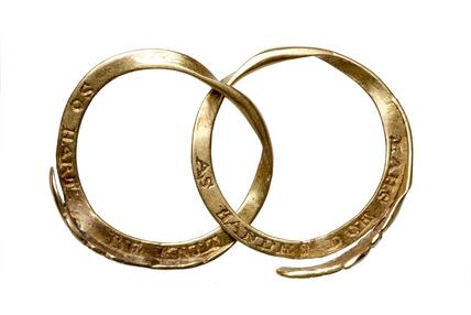 Post-medieval gold gimmel ring with interlocking gold hands