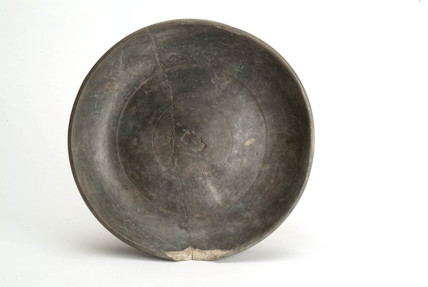 Roman dish with black slip on a white fabric
