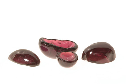 Group of garnets cut 'en cabochon': 16th - 17th century