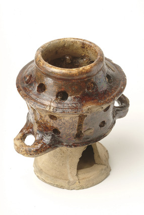 Fuming pot: 16th- 17th century