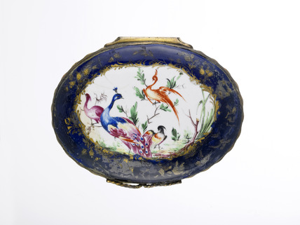 Blue-ground  patch snuff box: late 18th century