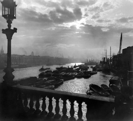 Sunrise over the Upper Pool, from London Bridge: 20th century