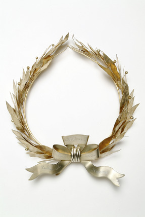 A silver-gilt wreath: 1903
