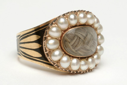 Mourning ring set with pearls: 1806
