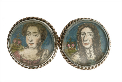 Cufflink decorated with portrait of William and Mary: 1666-1700