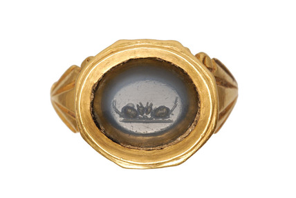 Roman gold finger ring with blue stone intaglio