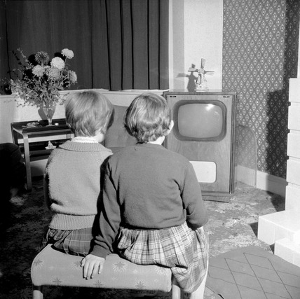 Children watching television: 1953