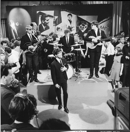 Freddie and the Dreamers at a TV recording: 1965