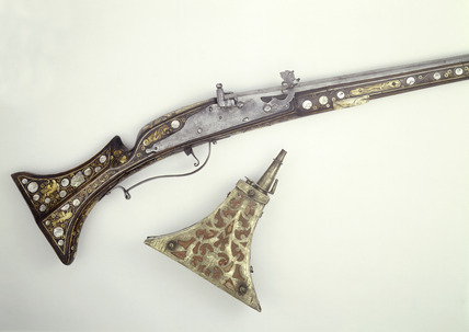 Matchlock musket and powder flask: 17th century