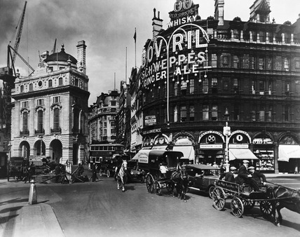 Piccadilly Circus, north side: 20th century