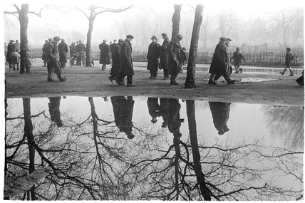Dockers campaign in an east London park: 1951