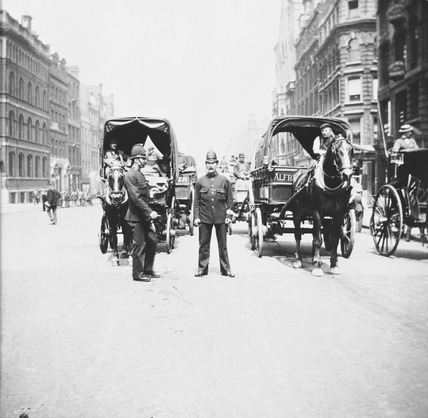 Policemen and horse traffic: 1890