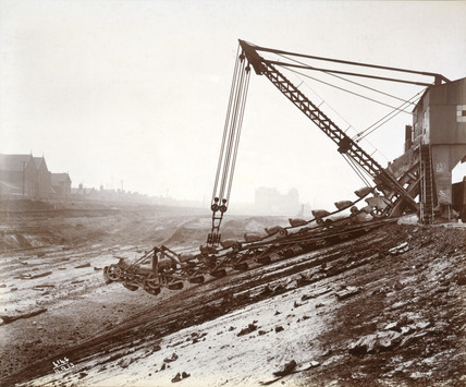 A steam-powered excavator, Royal Albert Dock: 1913