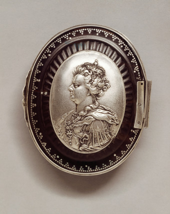 Snuff box with silver mounts: 1705